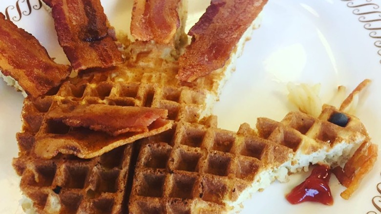 The untold truth of waffle house for Is waffle house open on thanksgiving