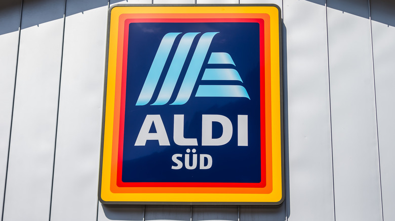 Aldi sign on grocery store