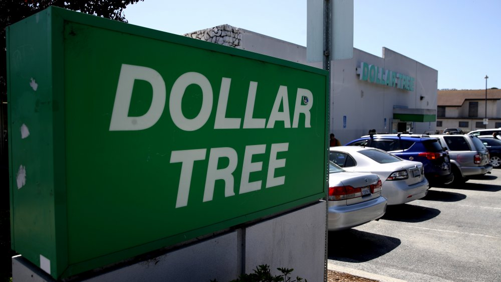 Dollar Tree sign