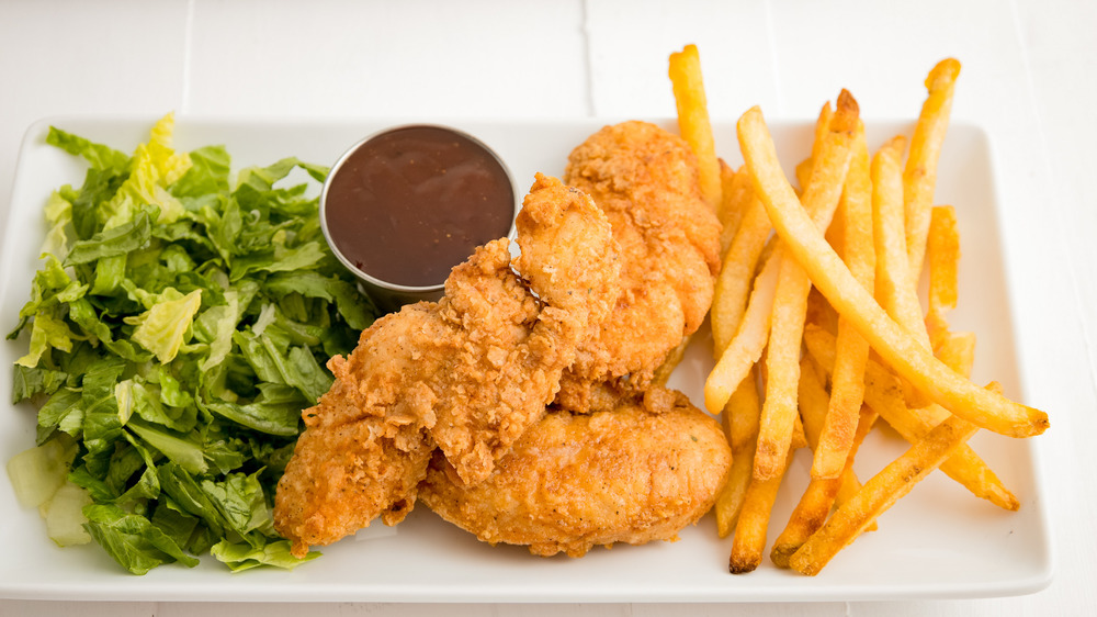 plate of chicken tenders