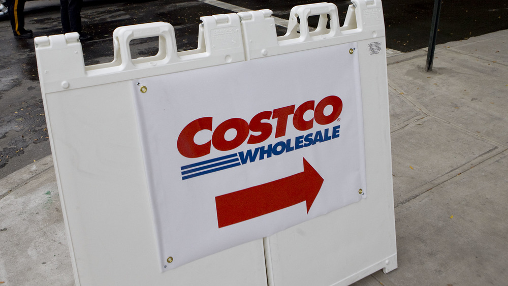 A sign for Costco