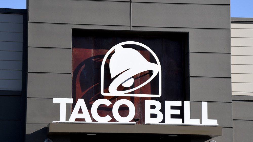 Taco Bell exterior sign