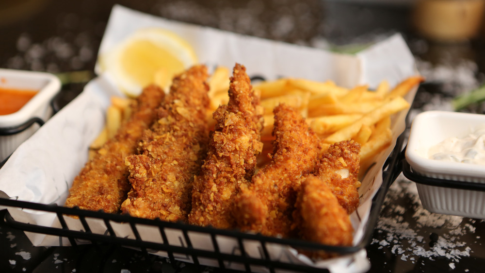 Chicken tenders with sauce