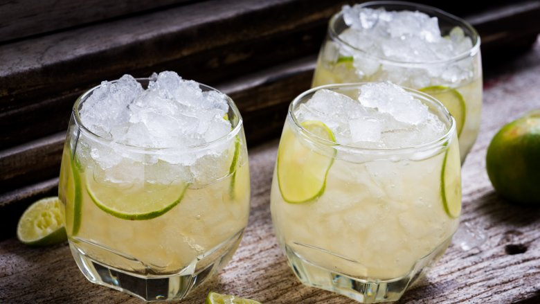 cocktails with ice