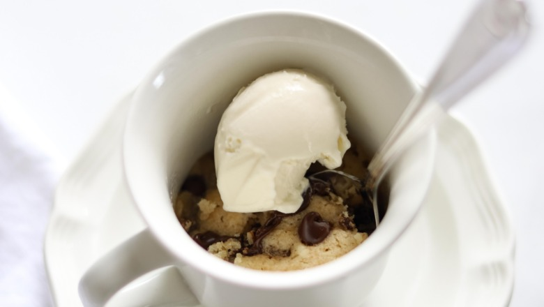 Microwave cookie with ice cream