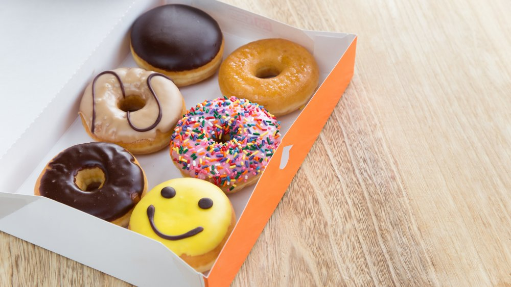 Donuts fotos How-to-get-free-dunkin-donuts-all-through-march-1583346804