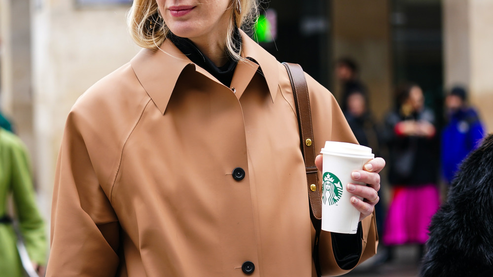 Person holding a Starbucks cup