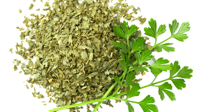 Dried and fresh parsley
