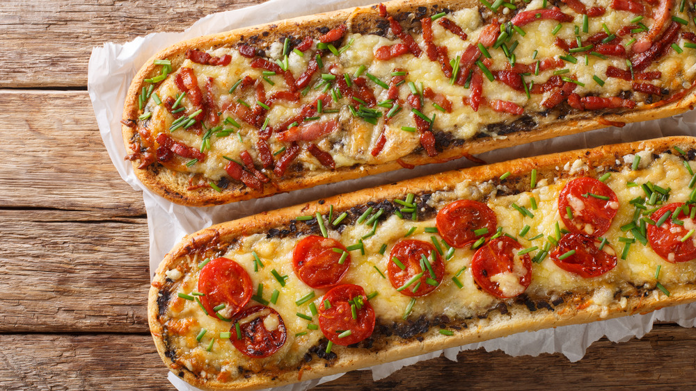 French bread pizza with toppings