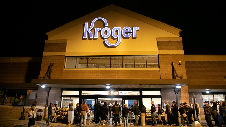 kroger grocery store sign and facade