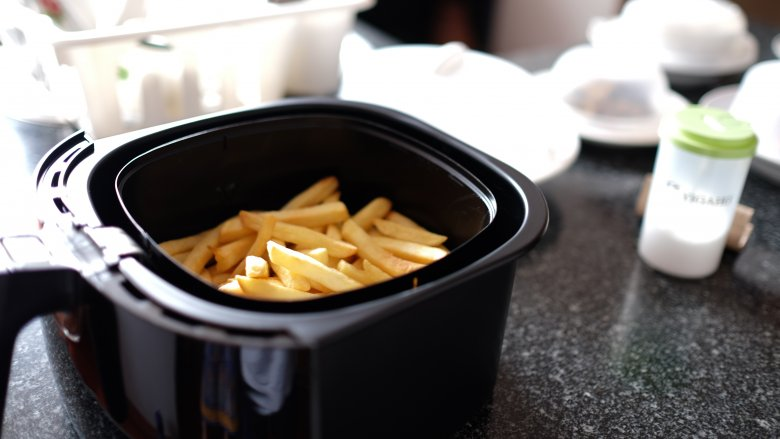 Mistakes Everyone Makes With Air Fryers