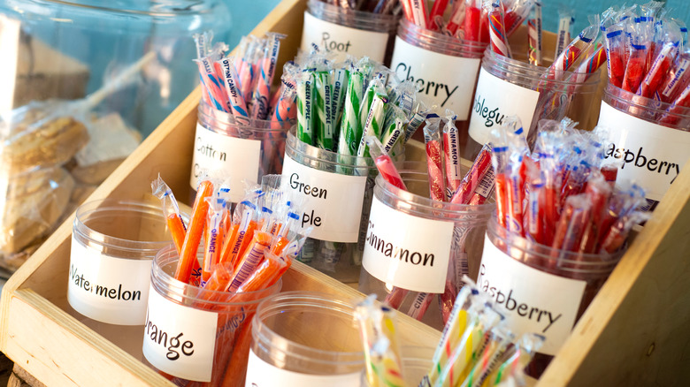 old-school candy Old Fashioned Sticks