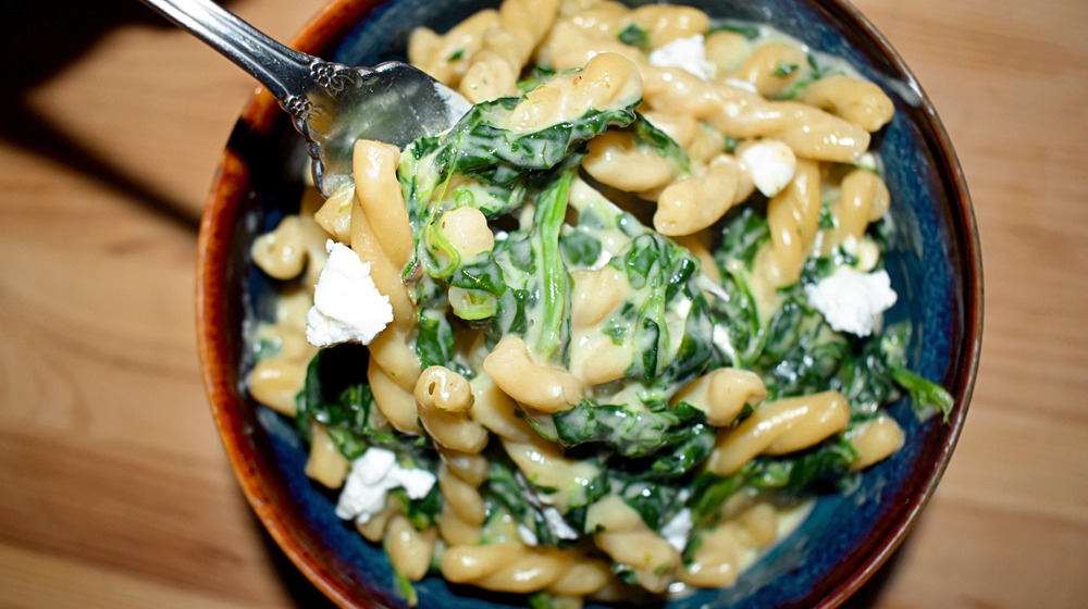 One-pot spinach and feta mac and cheese