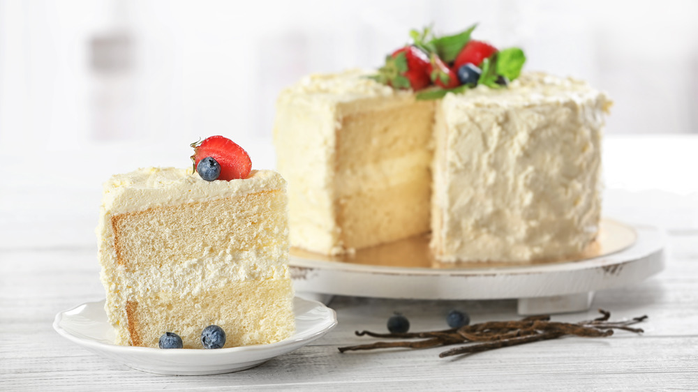 vanilla cake with frosting