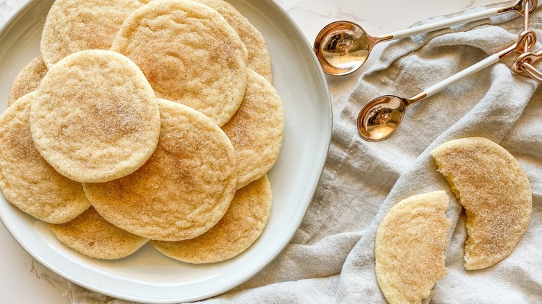 A plate filled with snickerdoodle cookies.