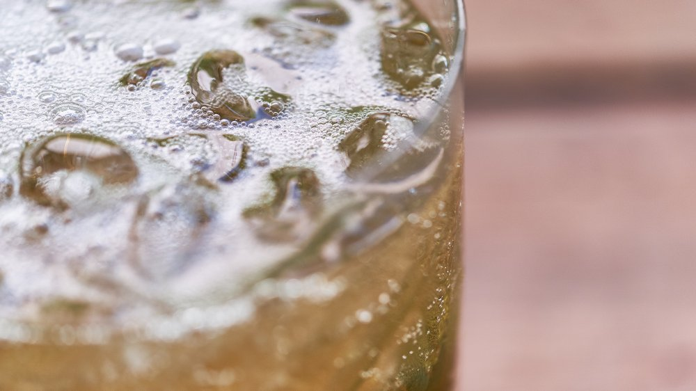 iced ginger ale closeup