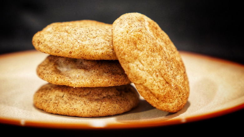 A plate of snickerdoodle cookies