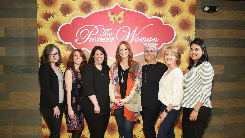 Ree Drummond with group of women