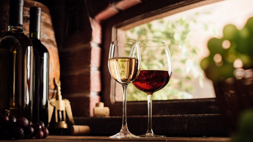 glass of white and red wines