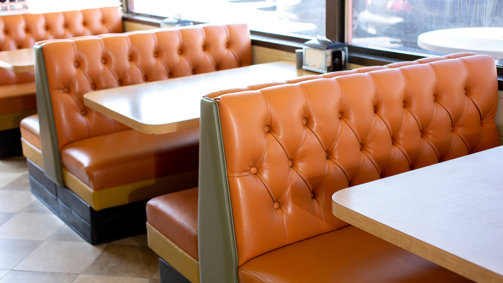 banquette style bench seating