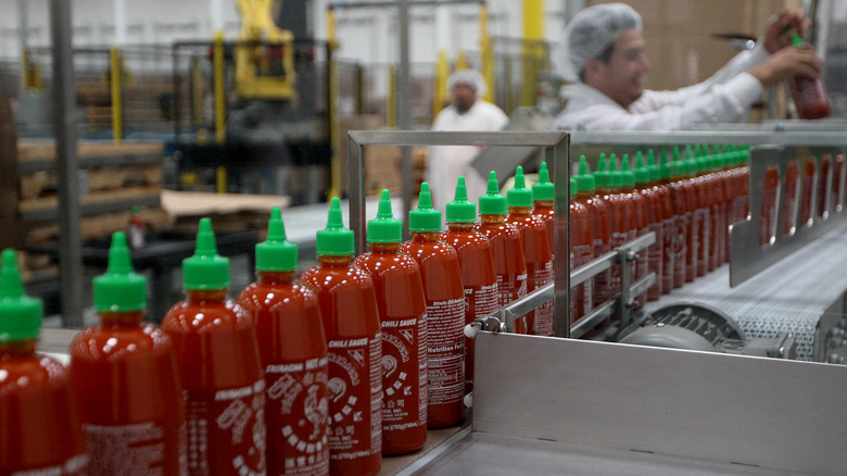 Huy Fong factory making Sriracha