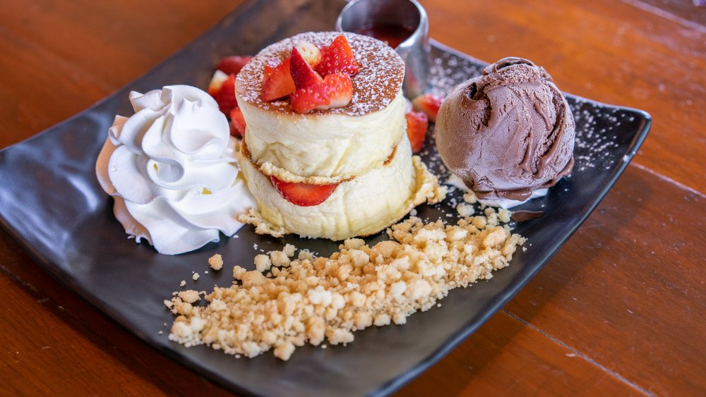 japanese-fluffy-pancakes-with-ice-cream