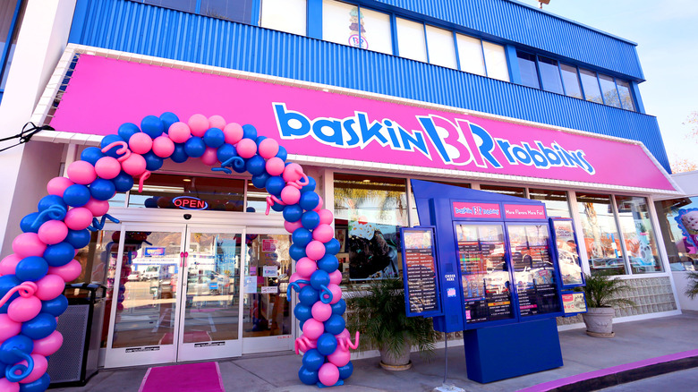 Exterior of a Baskin-Robbins outlet