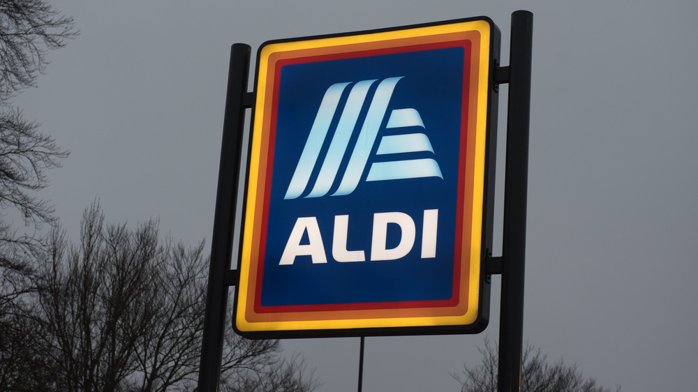 Aldi sign against gray sky