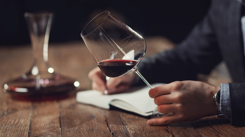 Taking notes about decanted wine