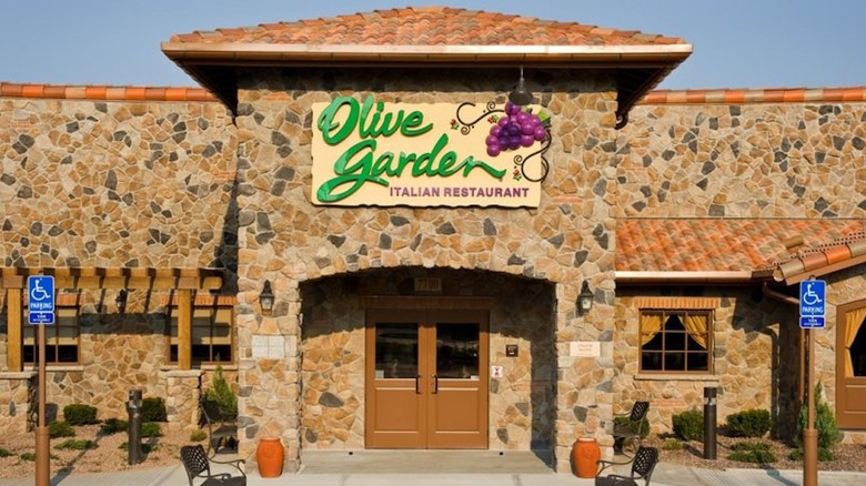 Front entrance of Olive Garden restaurant