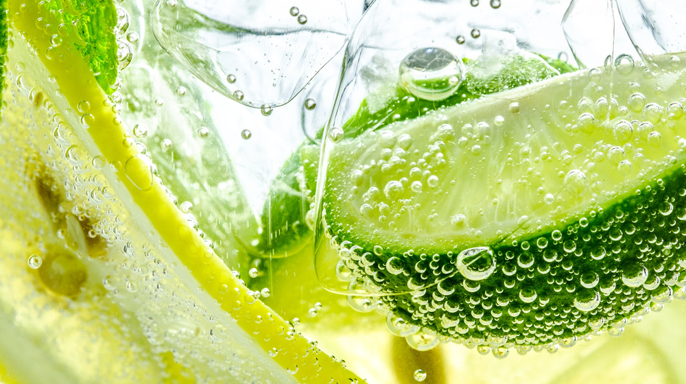 Sparkling water with lime slices close up