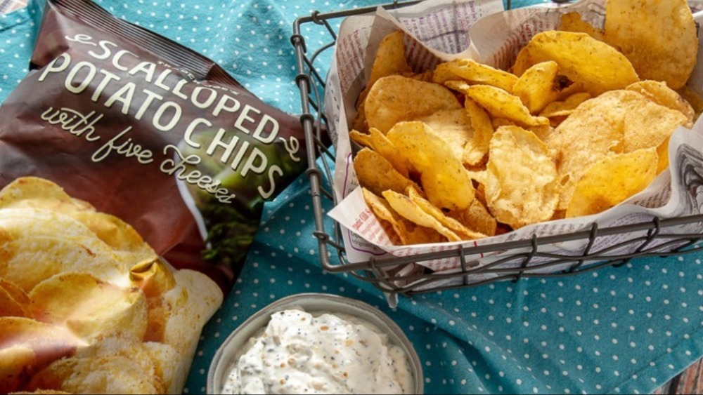 Scalloped potato chips with dip