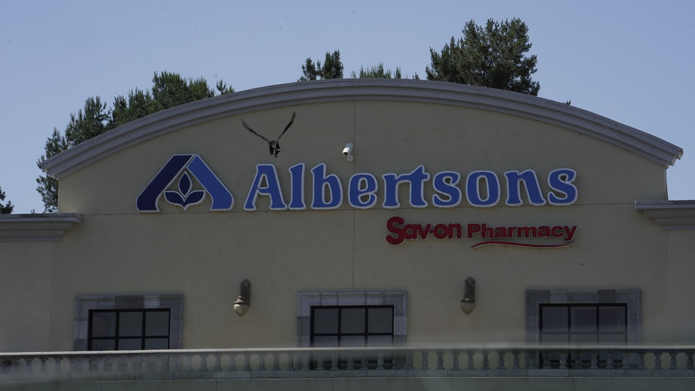 Exterior of Albertsons grocery store