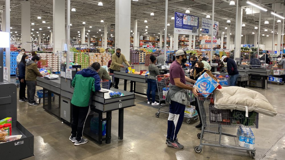 Costco check out shoppers