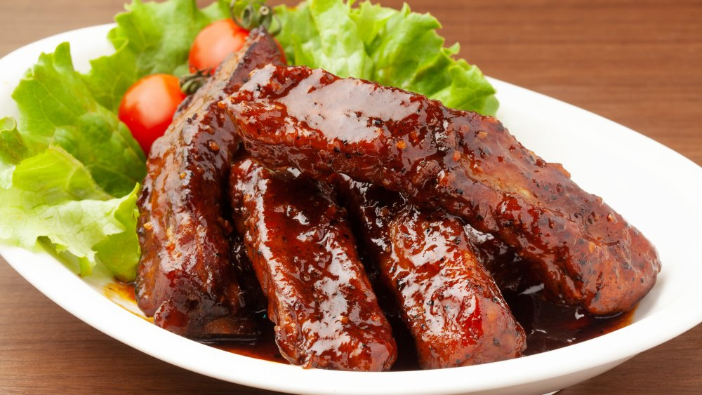You should never order spare ribs at a Chinese restaurant. Here's why